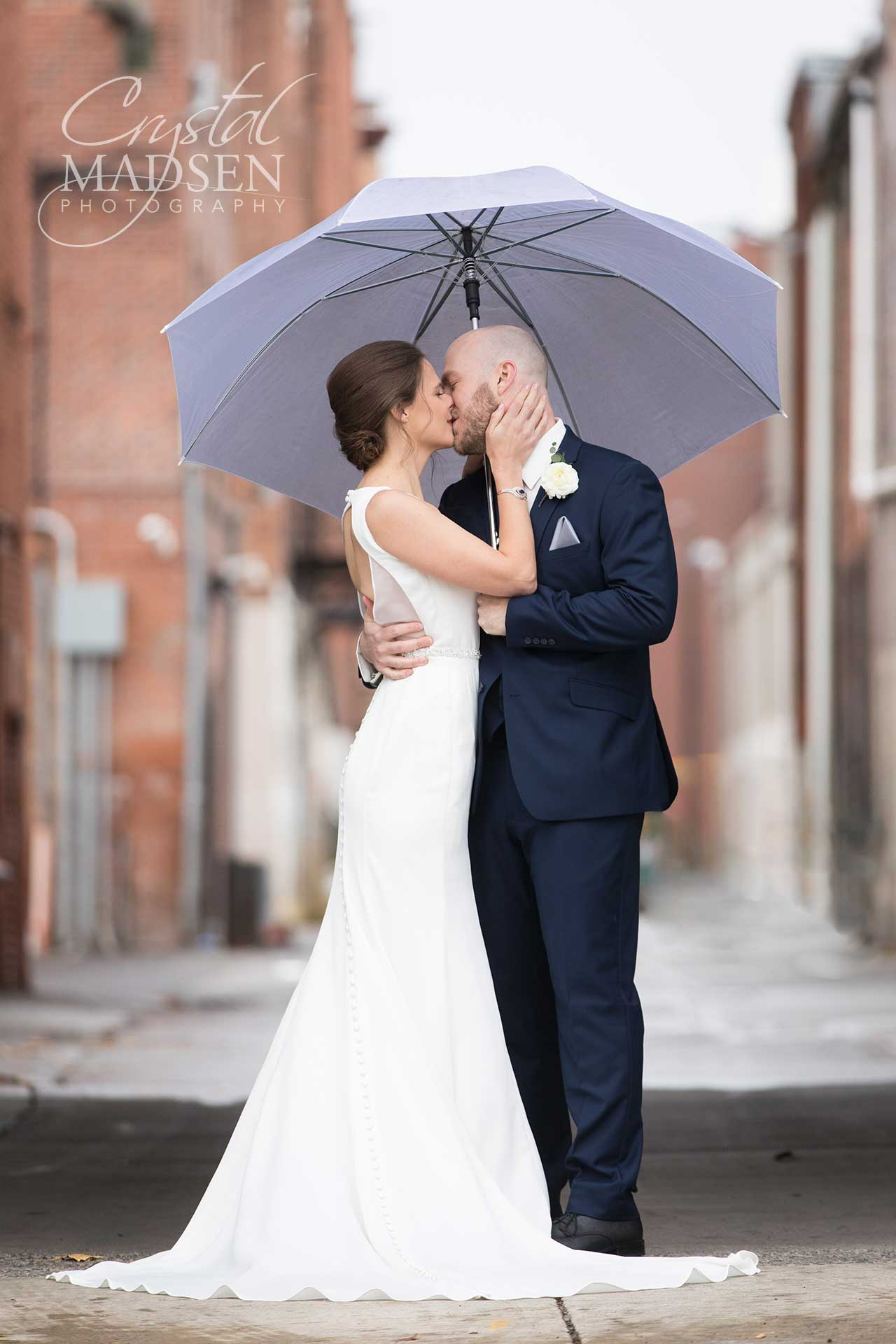 Rainy must have wedding photos